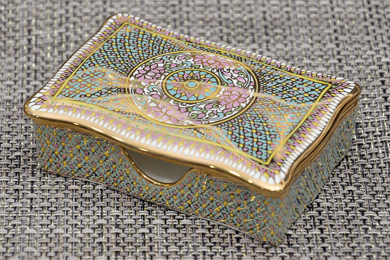 Benjarong bone china jewelry box souvenir